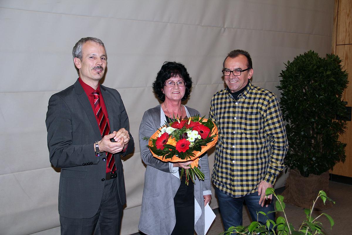 Die Landesehrennadel Baden-Württemberg für Inge Wolber-Berthold vom TV Schiltach