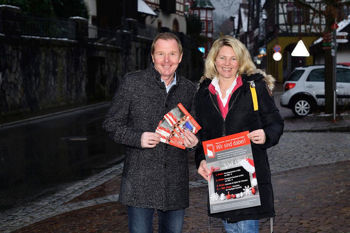 Jürgen Haberer und Christiane Trautwein vom Gewerbeverein Schiltach