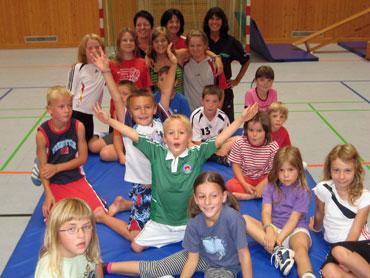Begeistere Kinder in der Sporthalle