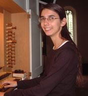 MurielGroz an der Heintz-Orgel in der Schiltacher Stadtkirche