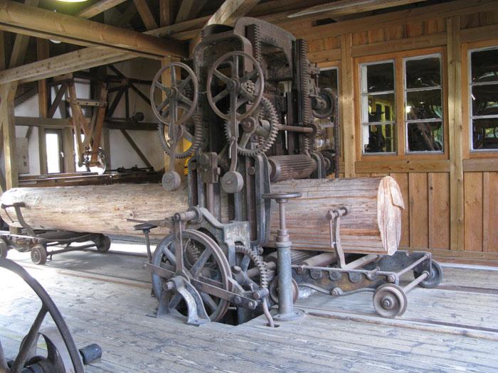 Holzbearbeitung in der historischen Schüttesäge