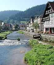 Fachwerkhäuser entlang der Schiltach