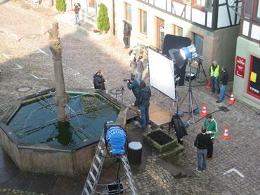 Das Filmteam am Stadtbrunnen