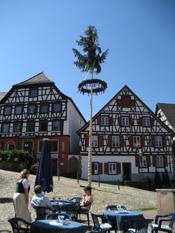 Maibaum auf dem Marktplatz