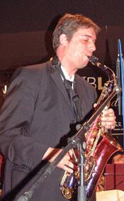 Dirigent Ralf Vosseler beim Saxophon-Solo