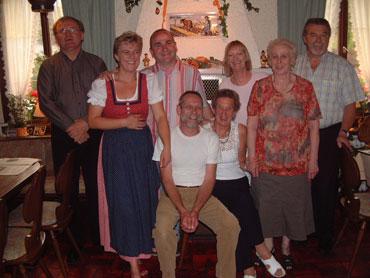 Die Wirtsleute und ihre treuen Gäste