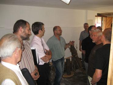 Förster Wöhrle erläutert die Umbauten