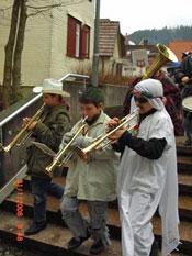 Grundschulkinder mit Instrument