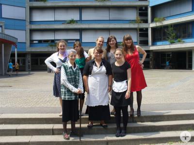 Gymnasium Schramberg 8 Frauen