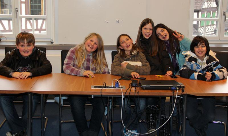 Die Schülerinnen und Schüler im Sitzungssaal
