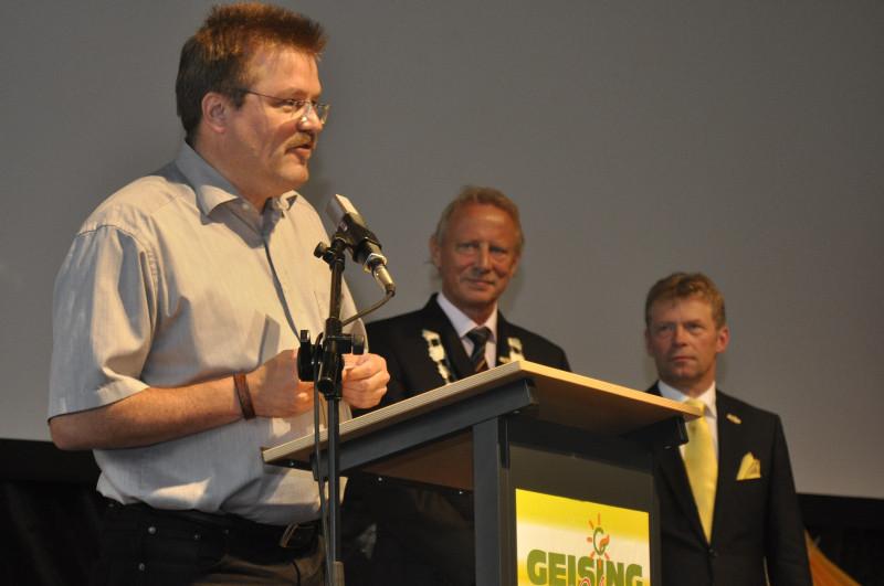 Michael Grumbach gratuliert