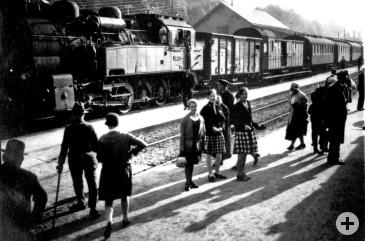 Schler-am-Bahnhof-in-Schil